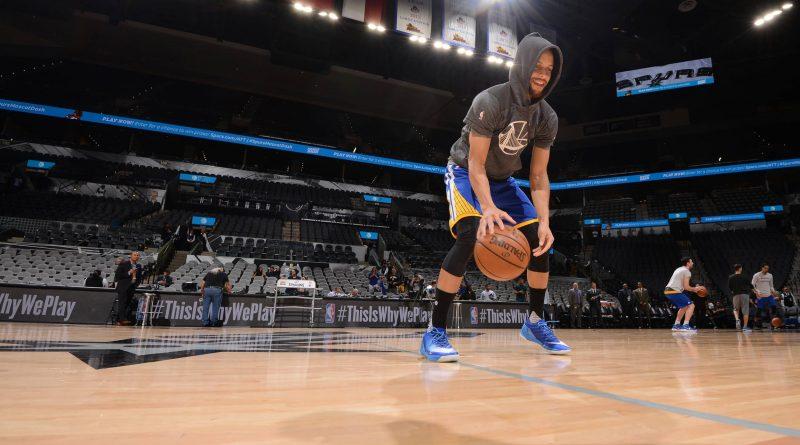 Curry logs off social media